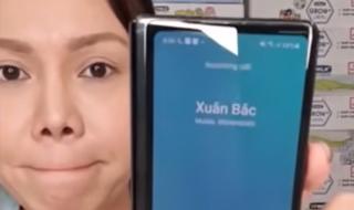 Xuân Bắc đòi hôn Việt Hương ngay trên sóng livestream