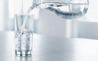3 thời điểm uống nước gây hại sức khỏe, phá hủy tim mạch, đường ruột cực nhanh
